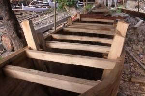 インドネシア報告(11) 写真レポート・丸木舟造り 2008/12/22