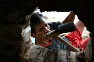 インドネシア報告(15) 写真レポート・ビヌワンという大木で舟を造ること 2009/1/20